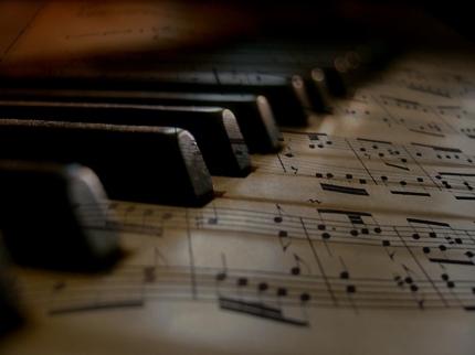 質の良い楽曲を制作いたします。