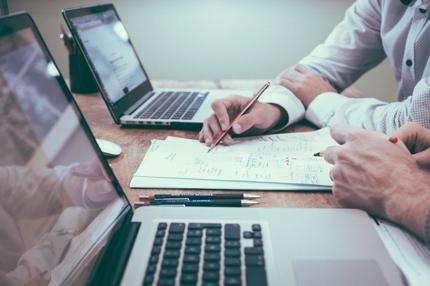 Google Analyticsを用いたウェブサイトのアクセス解析と改善方針提案