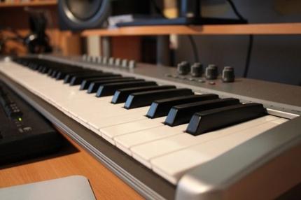 制作中の曲を高品位にアレンジします