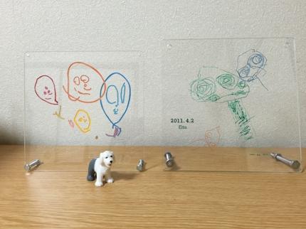 お子さんの絵や手紙などがアクリル板のオブジェへ