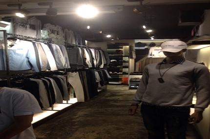 台湾で洋服の買い付け致します。