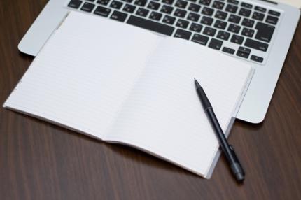Accessで業務日誌を作成します。