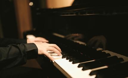 記念日や結婚の特別な思い出に!プロの作曲家による二人のためのオリジナル楽曲の提供