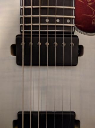 楽曲にギター演奏を追加します。