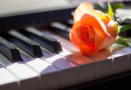 グランドピアノ伴奏音源をお作りします