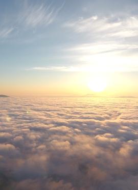 津別峠の雲海に浮かぶ朝日