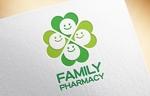 薬局「FAMILY PHARMACY」のロゴへの提案