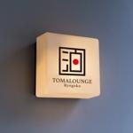 White-designさんの民泊屋号「TOMALOUNGE」のロゴデザインへの提案