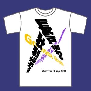 nishiz_yさんの昨年再放送された20年以上昔の人気TV番組「アメリカ横断ウルトラクイズ」の1場面をロゴTシャツにしたいへの提案