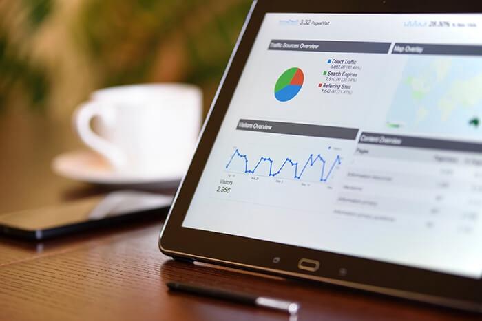 業界分析・市場調査を行い、リサーチした内容を資料として作成します